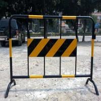 厂家批发 喷塑围栏 施工隔离护栏 临时可移动铁马护栏大量现货